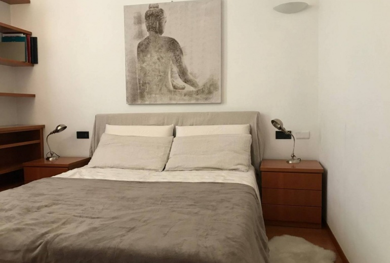 DIFC8. Two-room flat, good condition, 3rd floor, Milan