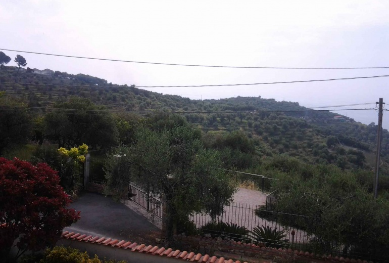 DIK239 Imperia. Wonderful villa with swimming pool and  garden by the sea!