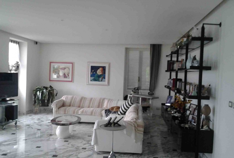 DIKN191 Beautiful villa with terraces and garden!