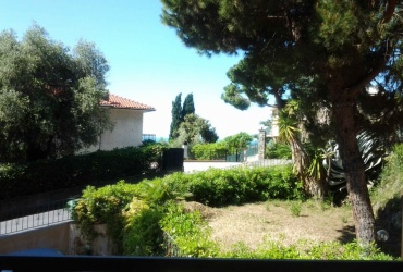 DIK83 Bordighera. New apartment with two bedrooms. Sea view, terrace and garden!