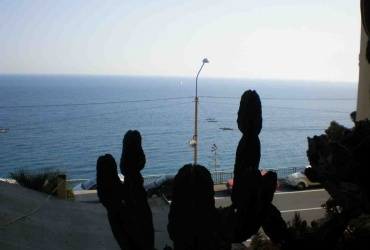 DIK6 San Pemo. Three apartments in excellent condition. Front sea.